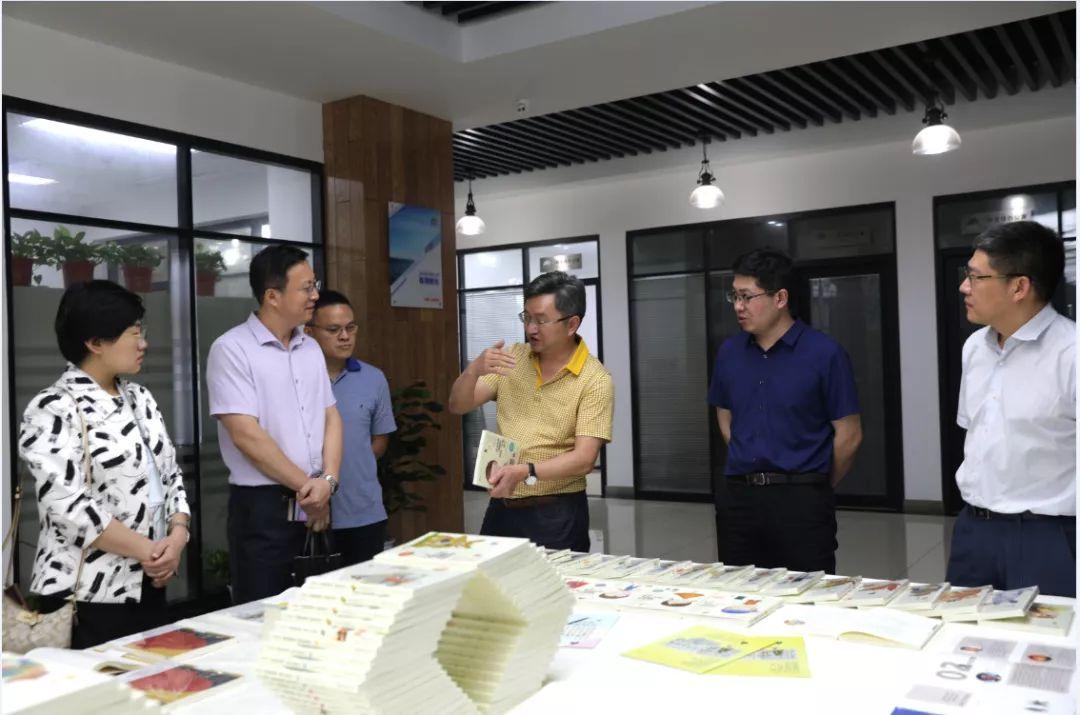 中宣部新闻出版署李晓峰处长一行来湘教社检查《家庭教育全媒体文化传播产业链建设》重点项目实施情况
